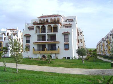 Alquiler de apartamentos pisos en atlanterra zahara de for Casas con piscina zahara delos atunes